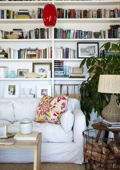 8 tips på hur du kan inreda det knepiga utrymmet bakom soffan