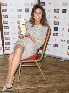 Susanna Reid dazzles in a sequinned silver dress at the Reality TV Awards Susanna Reid Legs, Susana Reid, Caroline Flack, Tv Girls, Pantyhose Legs, Nylons Heels, Tv Awards, Sexy Legs And Heels, Tv Presenters