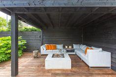 Moderne tuin met overkapping leuk detail in de muur van breuksteen tuinontwerp in 3d - Loggia verlicht ...