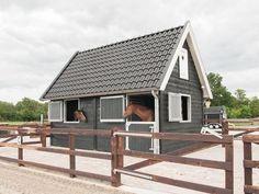 A beautiful two-stall barn Mini Horse Barn, Small Horse Barns, Horse Barn Plans, Mini Barn, Dream Stables, Dream Barn, Horse Stables, Horse Farms, Barn Stalls