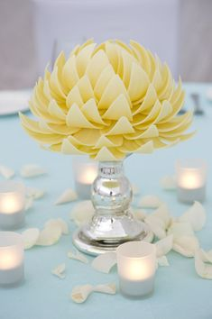 How divine are these white chocolate centrepieces from Sisko Chocolate? They're like intricate works of art!