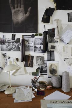Kan være kult med litt organisert rot over skrivebordet eller på kjøkkenet/gangen for å henge opp notiser, kalender, hyggelige bilder, numre til folk, wifipassord osv