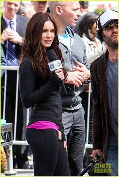 Megan Fox shows off her rockin figure while filming scenes for her upcoming flick Teenage Mutant Ninja Turtles on Tuesday (May 7) in New York City.