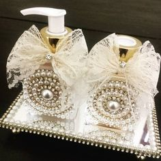 Kit Lavabo Luxo II - Ateliê Cris & Tiago Baby Shop, Bling Bathroom, Chabby Chic, Altered Bottles, Indian Wedding Decorations, Bottle Painting, Wedding Boxes, Hobbies And Crafts, Diy Craft Projects