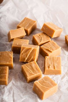 Made using the traditional boiling method with store cupboard ingredients, this vanilla fudge recipe from Only Crumbs Remain would make a great gift. Homemade Fudge, Homemade Sweets, Homemade Vanilla, Vanilla Fudge Recipes, Nutella Recipes, Fancy Biscuit, Apple Crisp With Oatmeal, Easy Nutella Brownies, Brownie Bites Recipe