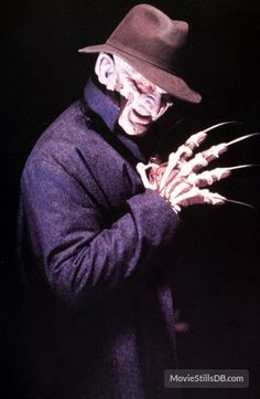 A gallery of New Nightmare publicity stills and other photos. Featuring Robert Englund, Heather Langenkamp, Miko Hughes, Tracy Middendorf and others. New Nightmare, Nightmare On Elm Street, Scary Movies, Horror Movies, Freddy's Nightmares, Horror Villains, Halloween Artwork, Blu Ray Movies, Horror Icons