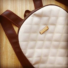 Backpack disponible  Para consulta de precios escribe a fuchsiavzla@gmail.com o deja tu correo en un comentario. #designersvzla #designersvenezuela #diseño #diseñovenezolano #closetvenezolano #closetcriollo #backpack #bag #morral #mochila #bolso #design #style #moda #fashion #girls #tiendafuchsia #tienda #fuchsiavzla #fuchsialovers #pink