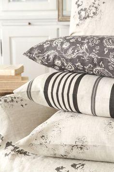 Cabbages & Roses | Kuddfodral Jolly Stripe Black | Matilde & Co | Handla online
