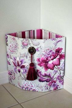 CAN so invision the cardboard under this pattern. Do some stacks? In the corner too is awesome JOYERIA 2 PIEZAS Diy Storage Boxes, Craft Storage, Cardboard Crafts, Paper Crafts, Pot A Crayon, Creative Box, Decoupage Vintage, Pretty Box, Sewing Box