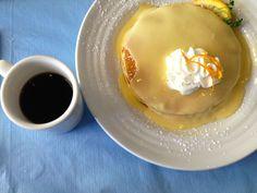 カイルアの人気店「モケズ・ブレッド&ブレックファースト」のリリコイパンケーキ! ここの甘酸っぱいリリコイソースが美味しいんです♪ http://www.hawaiist.net/