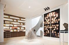 8 Great Decorating Ideas By Hélène et Olivier Lempereur To Inspire You Bookshelves With Tv, Bookcase Shelves, Shelving, Bookcases, Modern Interior, Interior Design, Shelf Design, Resort Spa, Decoration