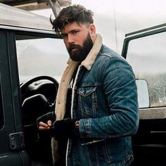 This detailed guide on how to grow beard faster will show you everything you need to know to promote your facial hair growth and get rid of patchy beard Great Beards, Awesome Beards, Beard Styles For Men, Hair And Beard Styles, Men's Grooming, Patchy Beard, Facial Hair Growth, Neue Outfits, Beard Lover