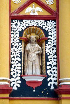 Chiapas, San Cristobal de las Casas, Cathedral, Facade, Statue of San Pablo - Photo by German Murillo-Echavarria 1006.jpg (800×1188)
