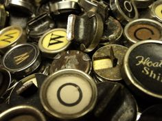 easy to follow tutorial to make your own typewriter key jewelry