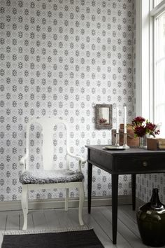 Pigkammaren wallpaper from Borastapeter Swedish Wallpaper, Kitchen Wallpaper, Made To Measure Curtains, Inspirational Wallpapers, Interior Decorating, Interior Design, Ceiling Medallions, Grafik Design, Designer Wallpaper