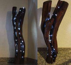 """Hallo Durch das Aussehen der Skulptur ist der Titel Tripod entstanden. Der Titel kommt aus dem lateinischen und heißt übersetzt Dreibein. Der Holzstamm wurde komplett mit der Motorsäge ausgehöhlt und mit 2 verschiedenen Holzlasuren gestrichen. Das Holz was ich verwende, ist ein Stück Obstbaum. Als Beleuchtung dient eine LED-Lichterkette. Das ganze Video wie ich die Skulptur schnitze könnt Ihr auf meinem YouTube Kanal""""Larscarving"""" sehen. Viel Spaß"""