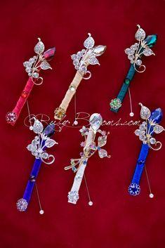 Wedding package groom best man Boutonnieres Set of 6  #wedding #tuxedo #groom #prom #groompin #broochpin #lapel #boutonniere #bestman #weddinginspiration #bridal #weddings #crystalbrooch #peacockfeather #groomsman #weddings #weddingidea #inspiration #sandiego #peacockwedding #newyorkwedding #californiawedding #luxurywedding #gaywedding #woodlandwedding #vintagewedding #countrywedding #destinationwedding #sandiegowedding #fashion #cubiczirconia #cz #burgundy #burgundywedding #weddingpackage