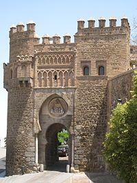 La Puerta del Sol es una puerta situada en la localidad española de Toledo.  Tiene un estilo mudéjar y fue construida para dar acceso a la ciudad amurallada. Se trata de una puerta de albarrana, de carácter conmemorativo, de gran influencia nazarí. Está fechada en el último cuarto del siglo XIV.