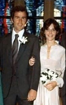 George W and Laura Bush 1977 on their wedding day