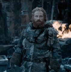 Tormund Giantsbane, first glimpse of Brienne of Tarth, Game of Thrones Season Tormund And Brienne, Brienne Of Tarth, Winter Is Here, Winter Is Coming, Kristofer Hivju, Game Of Thrones, Sitting In A Tree, The North Remembers, My Champion