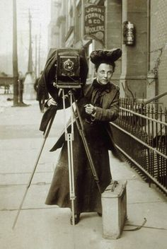 JESSIE TARBOX BEALS (Dec 23, 1870–May 30, 1942): First published female #photojournalist in United States. Best known for her freelance news photographs, particularly the 1904 St. Louis World's Fair. Had a special pass to photograph President Theodore #Roosevelt & the #RoughRiders at their reunion in San Antonio, Texas in 1905. Carried out assignments in ankle-length dresses and large hats, with her 8-by-10-inch glass plate camera and 50 pounds of equipment in tow. #photography…