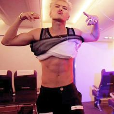 Jackson so sexy all kpopers watch this MV YEAH?? If you don't watch run to youtube