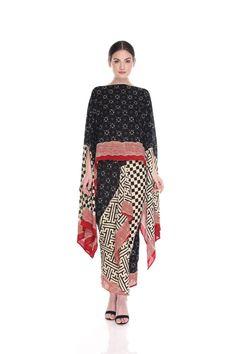 33 New Ideas For Fashion Style Bohemian Kimonos Batik Fashion, Ethnic Fashion, Hijab Fashion, Trendy Fashion, Fashion Dresses, Kebaya Dress, Batik Kebaya, Batik Dress, Batik Muslim