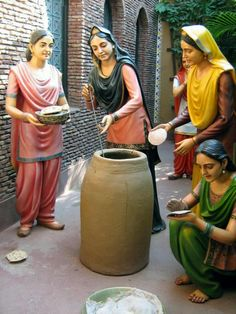 Women from neighborhood making tandoori naan in a tandoor(mud oven fueled with wood) . Punjab Culture, Art Village, Sleeves Designs For Dresses, Lehenga Style, Indian Folk Art, Indian Art Paintings, Indian Crafts, Beautiful Family, Woman Painting