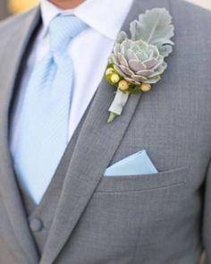 Noivo de terno cinza e agora com gravata tradicional ... Detalhe do lenço no bolso combinando com a gravata . Muito chique !!! #casamento ,#casamento2016 .#noivo ,#groom ,#wedding ,#terno,#noivolindo,#casamentodedia ,#casamentonapraia