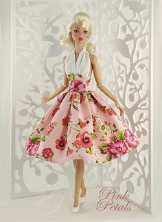 Pink Petals Poppy Parker, a FR doll by Integrity Toys, and designer Jason Wu Sewing Barbie Clothes, Barbie Sewing Patterns, Doll Clothes Patterns, Clothing Patterns, Dress Patterns, Vintage Barbie Kleidung, Vintage Barbie Clothes, Fashion Royalty Dolls, Fashion Dolls
