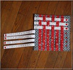 Montessori weaving seam version for children's fine motor skills. Puzzle Montessori, Montessori Activities, Book Activities, Diy Sensory Toys, Sensory Book, Book Projects, Sewing Projects, Diy Quiet Books, Fidget Quilt