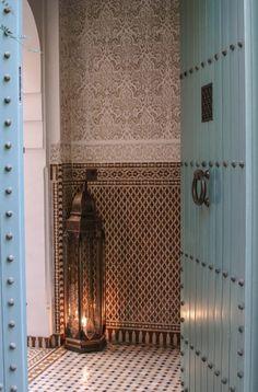 Morocco style + tiles + lantern = my favourite entrance