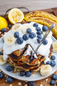 Blueberry Banana Oatmeal Pancakes Recipe : Moist and fluffy blueberry and banana pancakes with rolled oats and honey! Banana Oatmeal Pancakes, Blueberry Oatmeal, Pancakes And Waffles, Best Dessert Recipes, Brunch Recipes, Top Recipes, Summer Recipes, Sweet Recipes, Desserts