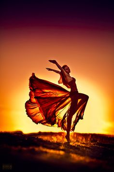 ♀ feminine beauty dance in sunset