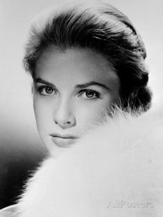 Style Icon Grace Kelly, Princess Grace of Monaco Old Hollywood Glamour, Vintage Hollywood, Hollywood Stars, Classic Hollywood, Hollywood Cinema, Grace Kelly Quotes, Dossier Photo, 1950s Posters, Black And White