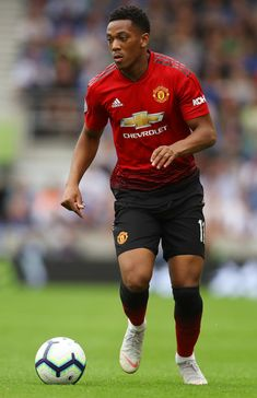 Anthony Martial of Manchester United runs with the ball during the Premier League match between Brighton & Hove Albion and Manchester United at American Express Community Stadium on August 2018 in Brighton, United Kingdom. Manchester United Team, Manchester United Wallpaper, Best Football Team, Football And Basketball, Soccer Players, Baseball, Anthony Martial, Premier League Matches, Man United
