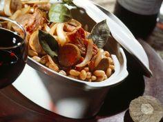Fleischeintopf mit Bohnen auf französische Art (Cassoulet) ist ein Rezept mit frischen Zutaten aus der Kategorie Eintöpfe. Probieren Sie dieses und weitere Rezepte von EAT SMARTER!