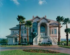 Riverfront estate by Daniel Wayne Homes, luxury home builder in Fort Myers, Florida.