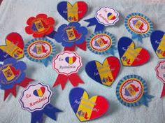 Imagini pentru modele ecusoane 24 ianuarie Diy And Crafts, Crafts For Kids, Arts And Crafts, 1 Decembrie, Coasters, Homeschool, Traditional, Portrait Photography, Winter