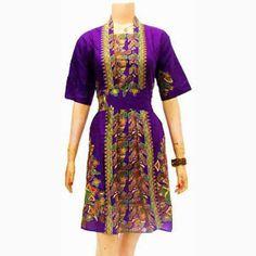 Dress Batik Motif Batu  Call Order : 085-959-844-222, 087-835-218-426  Pin BB 249FA83B Dress Batik Motif Batu   Harga Retailer : Rp.120.000,-.-/pcs | stock 4 pcs ukuran : Allsize  Ket : Dress Batik dengan model tanpa kerah, kancing full depan samping, lengan 3/4, tanpa kerut belakang, sabuk terlepas di pinggang. Ukuran   Allsize (Panjang 100cm dan lebar 52cm)  Bahan Batik : Katun. Motif Batik : Batu. Warna : Merah.
