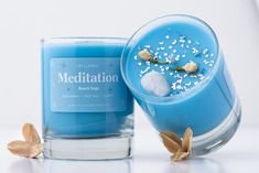 Clear Quartz - Focus on yourself without judgment. Don't be fooled by its abundance, as a master healer the clear quartz can bring you an abundance of positivity and can help unlock a deep soul cleanse. Beach Sage Fragrance – Scent profile – Fresh green notes with hints of spearmint, rose, and lily. Our herbal medley to help guide you to your center. Cute Candles, Romantic Candles, Pink Candles, Soy Wax Candles, Scented Candles, Candle Drawing, Amethyst Rock, Eucalyptus Candle, Homemade Soy Candles