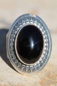 VINTAGE STERLING SILVER & black onyx ring