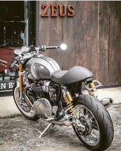 Triumph Truxton 1200 Built By: Cb 750 Cafe Racer, Triumph Cafe Racer, Cafe Racer Style, Custom Cafe Racer, Cafe Bike, Cafe Racer Bikes, Cafe Racer Motorcycle, Motorcycle Design, Blitz Motorcycles