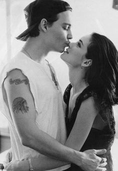 Johnny Depp & Winona Ryder I believe he changed the Winona Forever tattoo to Wino Forever Johnny Depp Winona Ryder, Winona Ryder Young, Winona Ryder Movies, Winona Ryder Style, Young Johnny Depp, Winona Forever Tattoo, Forever Young Tattoo, Junger Johnny Depp, Pretty People