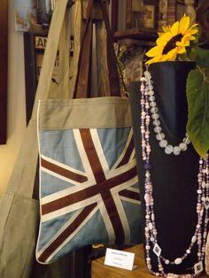 Borse intessuto e pelle . da I Tesori Coloniali #itesoricoloniali #bags #borse #accessori #moda #reggioemilia #bandiera