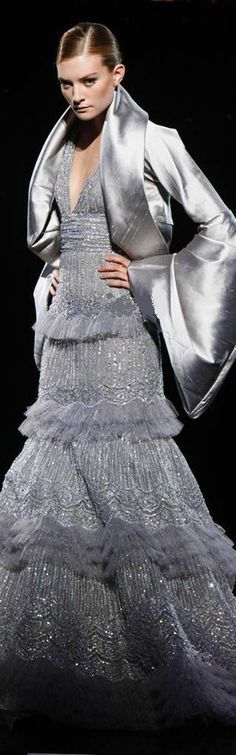 Elie Saab Fall Winter Haute Couture♥ The dress, not the jacket. Style Couture, Haute Couture Fashion, Beautiful Gowns, Beautiful Outfits, Grey Fashion, Winter Fashion, Womens Fashion, Abed Mahfouz, Georges Chakra