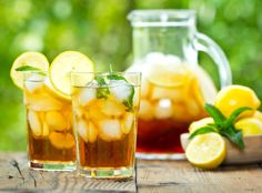 Aperol-Sprizz & Lillet were yesterday! The new it-drink of the summer is called . Sweet Tea Recipes, Iced Tea Recipes, Drink Recipes, Sangria, Homemade Ice Tea, Best Iced Tea Recipe, Ice Lemon Tea, National Iced Tea Day, Mint Iced Tea