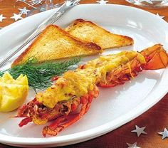 Gratinerad hummer med rostat bröd - Hemmets Journal Hummer, Aioli, Shrimp, Food And Drink, Turkey, Meat, Journal, Tips, Gratin