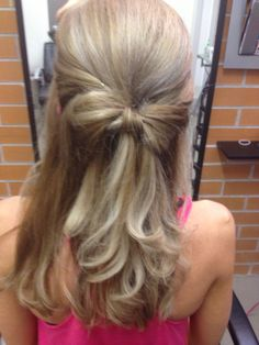 Hair in a bow with loose curls. Great style to show off Tara's foils.
