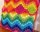 Almofada Rainbow Ripple em crochet